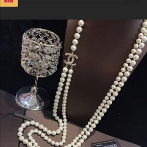 Chanel authentic Pearl Necklace w/Gold CC Logo